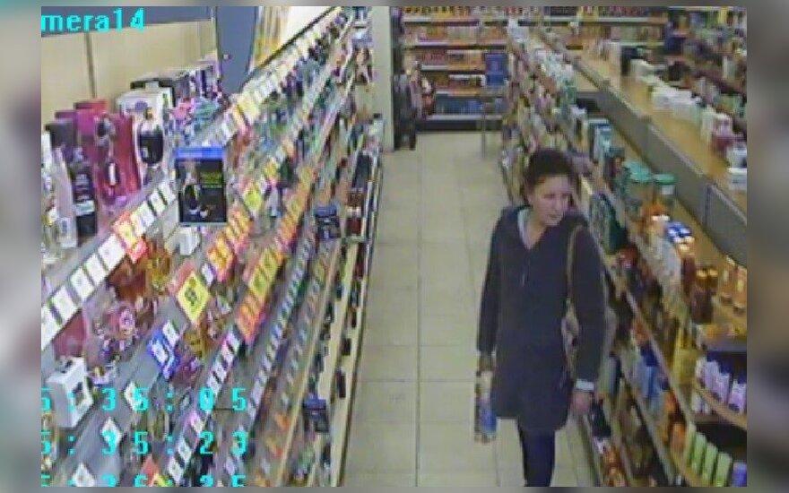 Kaune vaizdo kameros užfiksavo seksualius kvepalus nugvelbusią moterį