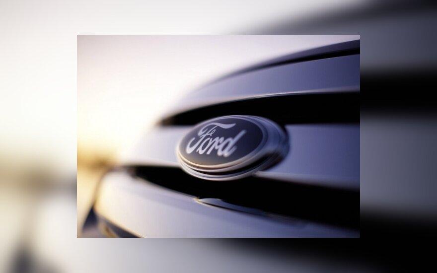 """JAV atšaukiama 33 tūkst. """"Ford"""" automobilių"""