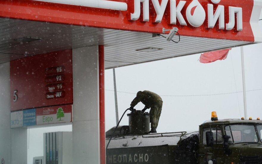 Rusijos šiaurėje nuskendus naftininkų visureigiui žuvo septyni žmonės
