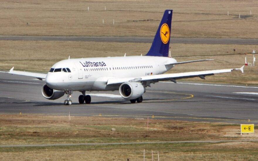"""""""Lufthansa"""" darbuotojai rengia visuotinį 24 valandų streiką"""