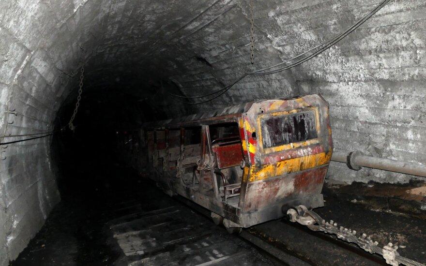 Kinijoje per sprogimą geležies rūdos kasykloje žuvo 11 žmonių, dar 25 įstrigo po žeme