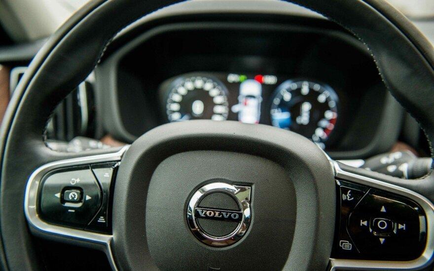 """""""Volvo"""" pagerino rinkos prognozę, išaugus sunkvežimių užsakymams"""