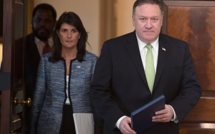 Nikki Haley, Mike'as Pompeo