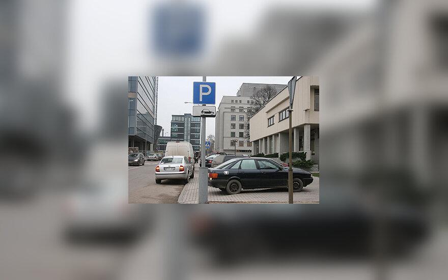 Parkingas, užgriozdintos Vilniaus gatvės