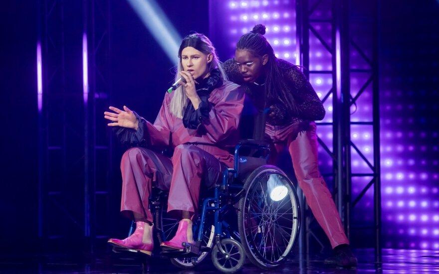 Dėl neįgaliojo vežimėlio scenoje sukritikuotas Alen Chicco rėžė atsaką