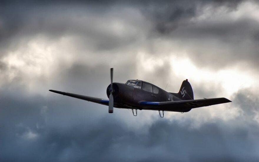 Karo lėktuvas, 1943 m.