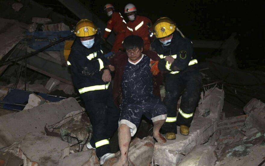 Kinijoje sugriuvo viešbutis, kuriame buvo laikomi galimai koronavirusu užsikrėtę žmonės