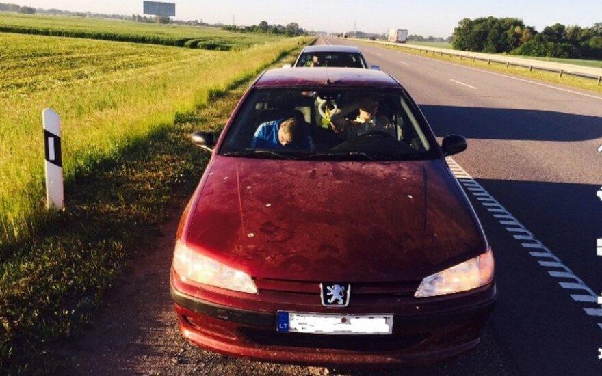 """Iš 18-mečio """"kelių gaidelio"""" jau konfiskuoti du automobiliai"""