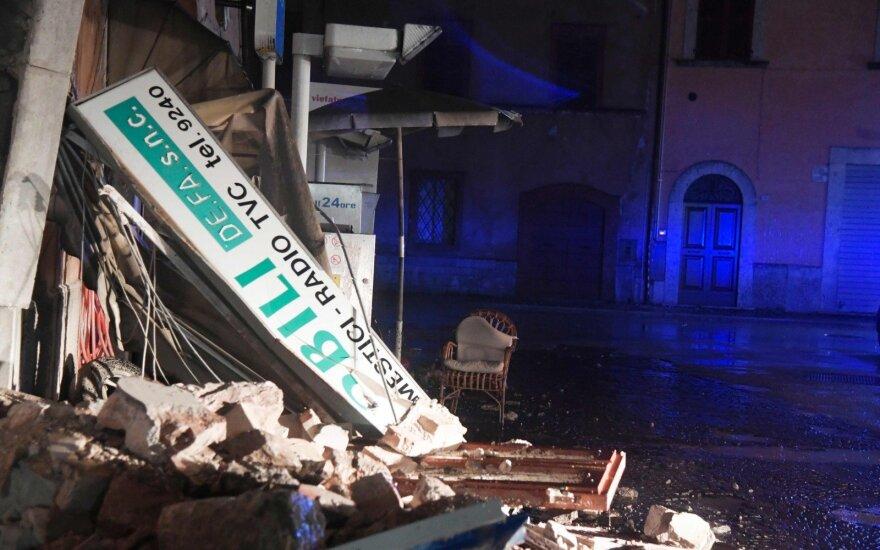 Dvigubas žemės drebėjimas Italijoje sugriovė pastatų ir sukėlė paniką