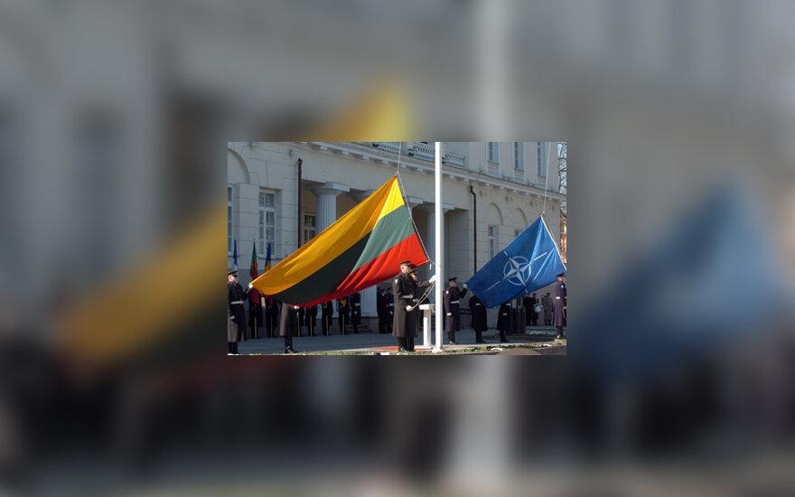 Lietuvos ir NATO vėliavos
