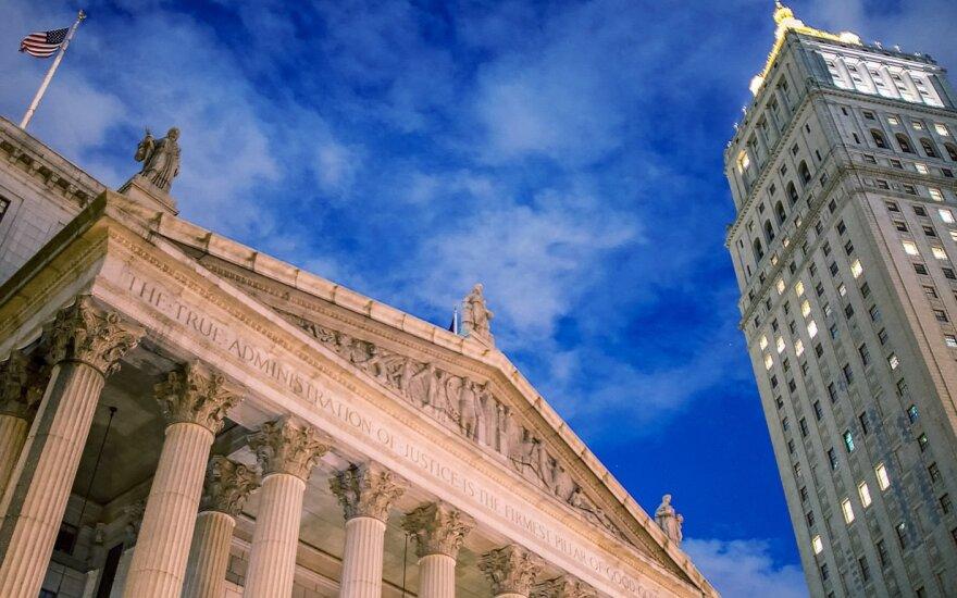 Niujorko rizikos draudimo fondas čekų milijardierių kaltina milijardo dolerių afera