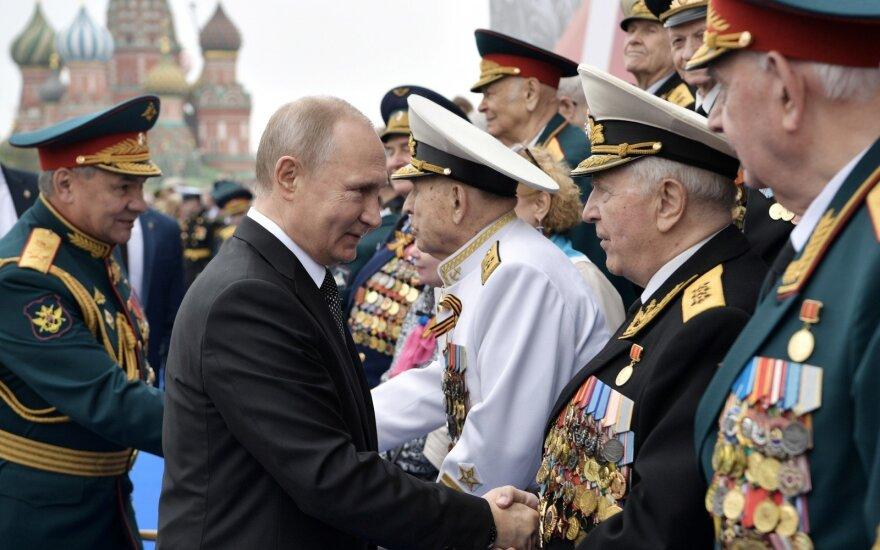 Vladimiras Putinas pergalės dienos minėjime