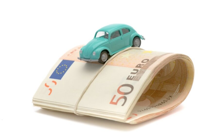 Už seniai parduoto automobilio saugojimą iš palangiškės reikalauja 25 tūkst. Lt