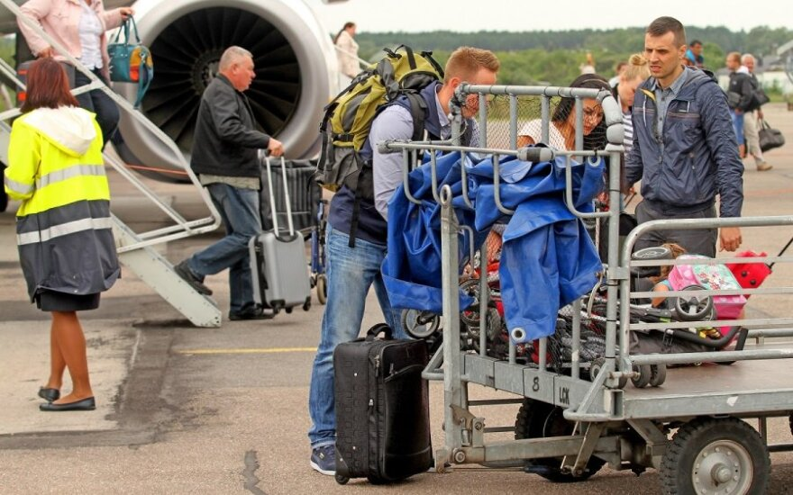 Kurios oro linijų bendrovės leidžia didžiausią rankinį bagažą?