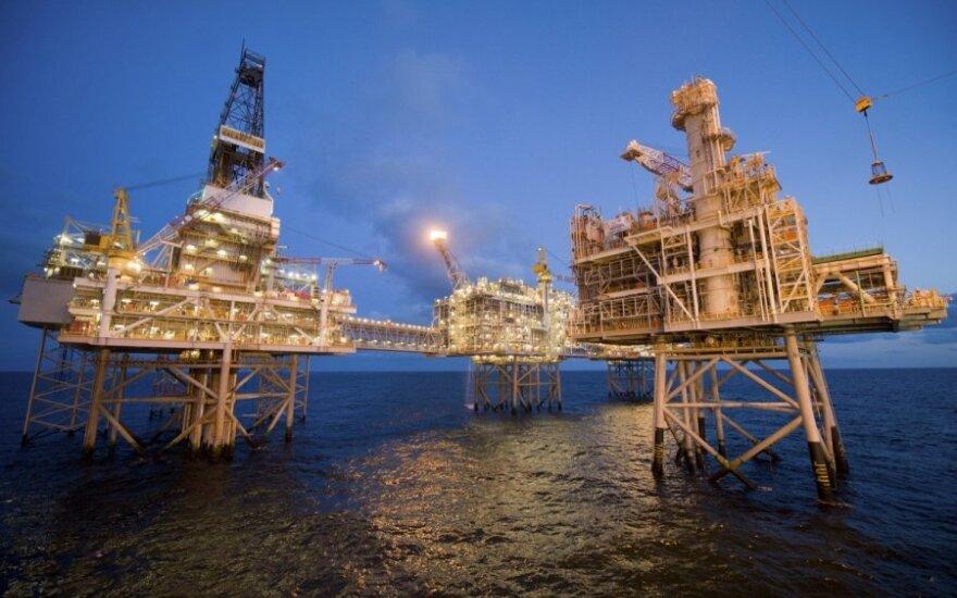 Nuvilianti JAV statistika palaiko pasaulines naftos kainas