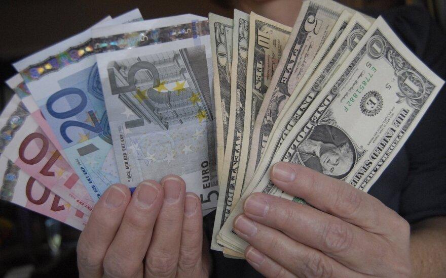 Gera JAV statistika palaiko dolerio kursą