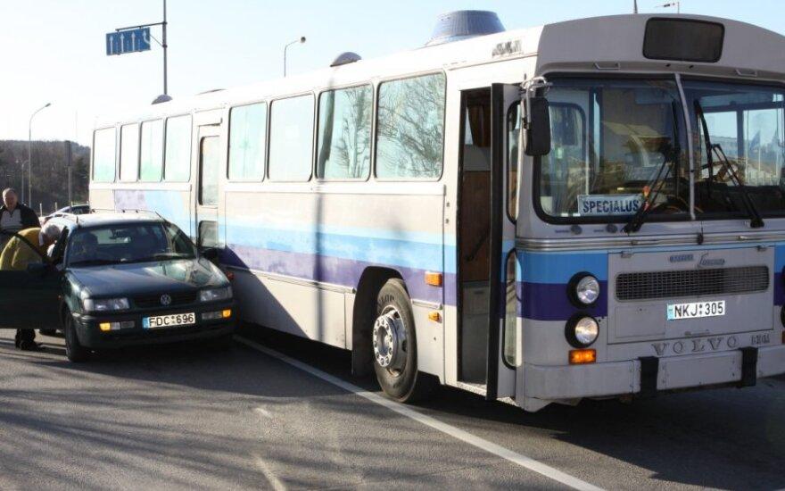 Autobuso ir Volkswagen Passat eismo įvykis