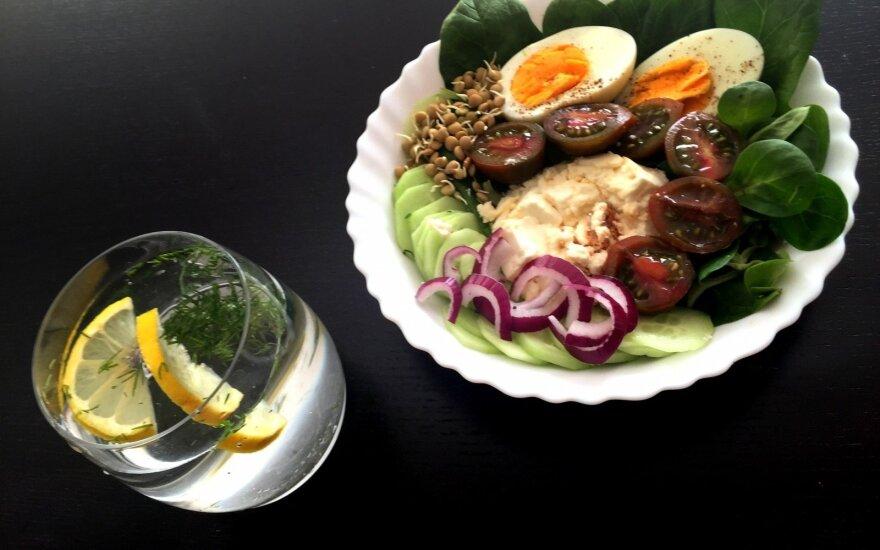 Sveikuolių salotos su feta