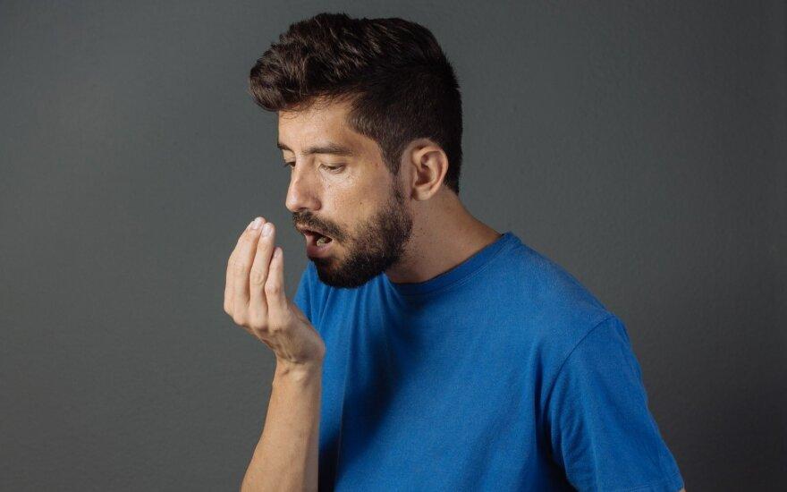 Blogas burnos kvapas