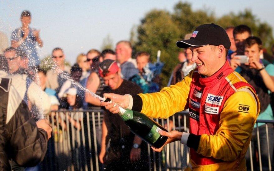 Dėl avarijų virtinės 1000 km lenktynės nutrauktos, prizininkai - trys BMW