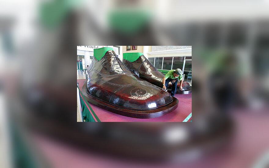 Didžiausi pasaulyje batai pasiūti Filipinuose