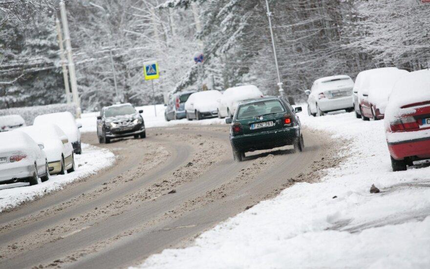 Keturi argumentai, kodėl žiemą automobilį pašildyti verta