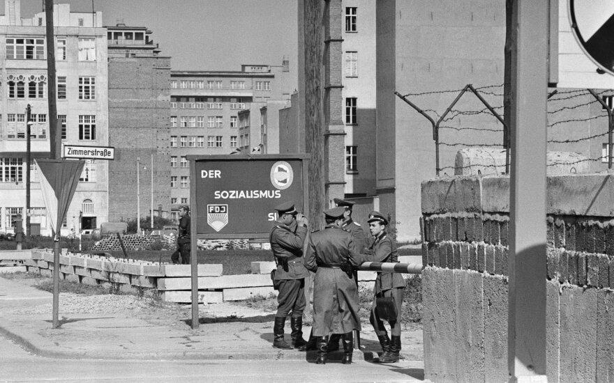 Siaubo scenas prie Berlyno sienos matė šimtai žmonių: 45 min. kraujavo ir šaukėsi pagalbos