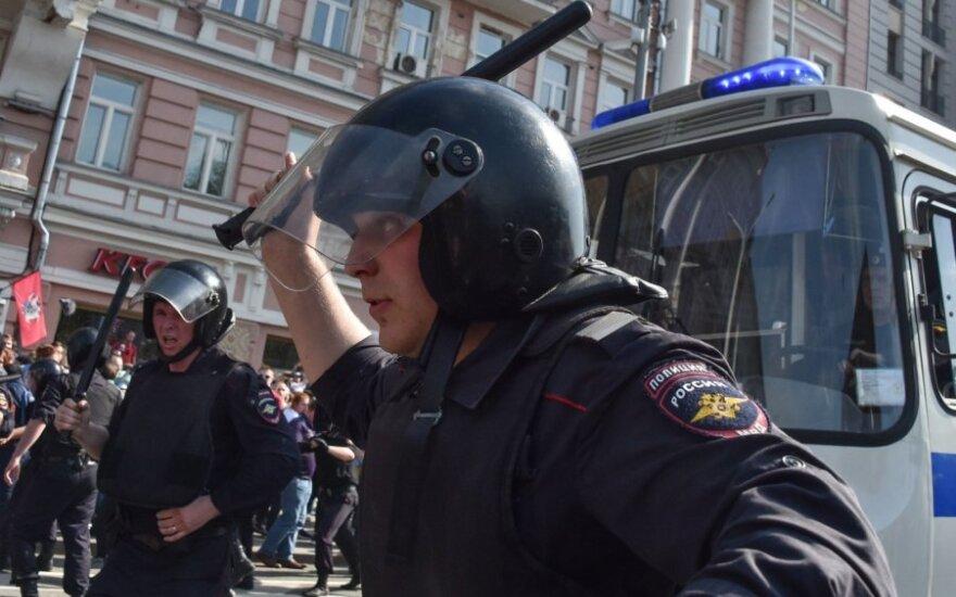 Rusijos policija vaiko protestuotojus