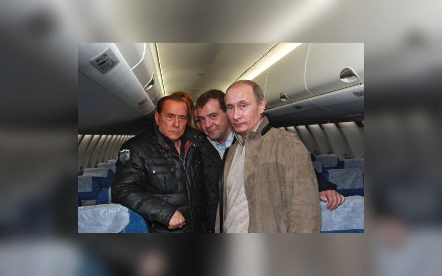 Silvio Berlusconi, Dmitrijus Medvedevas ir Vladimiras Putinas