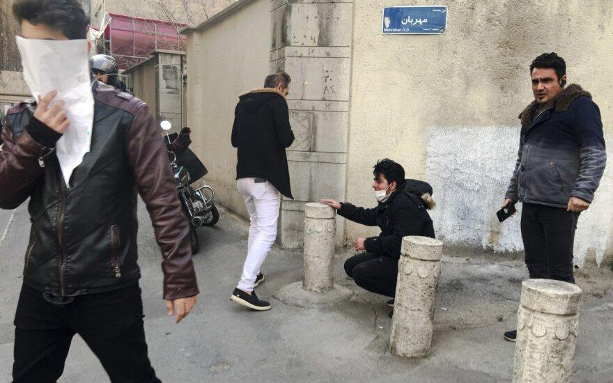 Trumpas ketina paskelbti, ar grąžins sankcijas Iranui