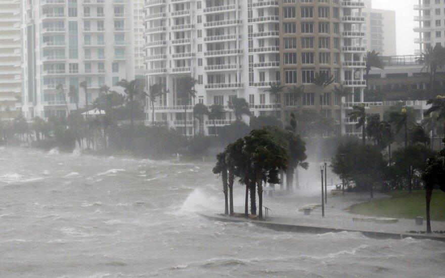 """Uraganas """"Irma"""" keliauja per Floridą"""