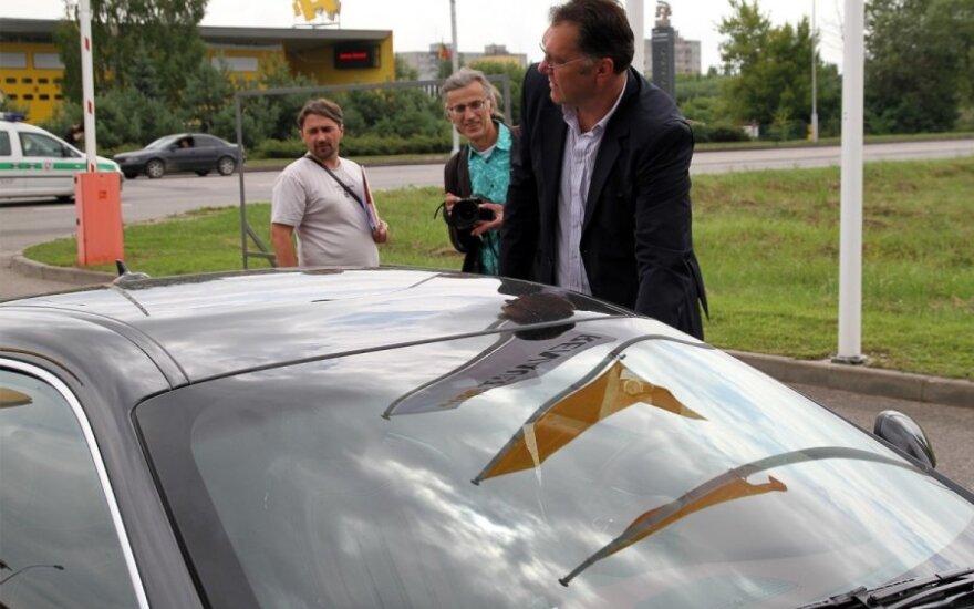 A. Sabonis Kauno gatvių duobes tikrina įspūdingu superautomobiliu