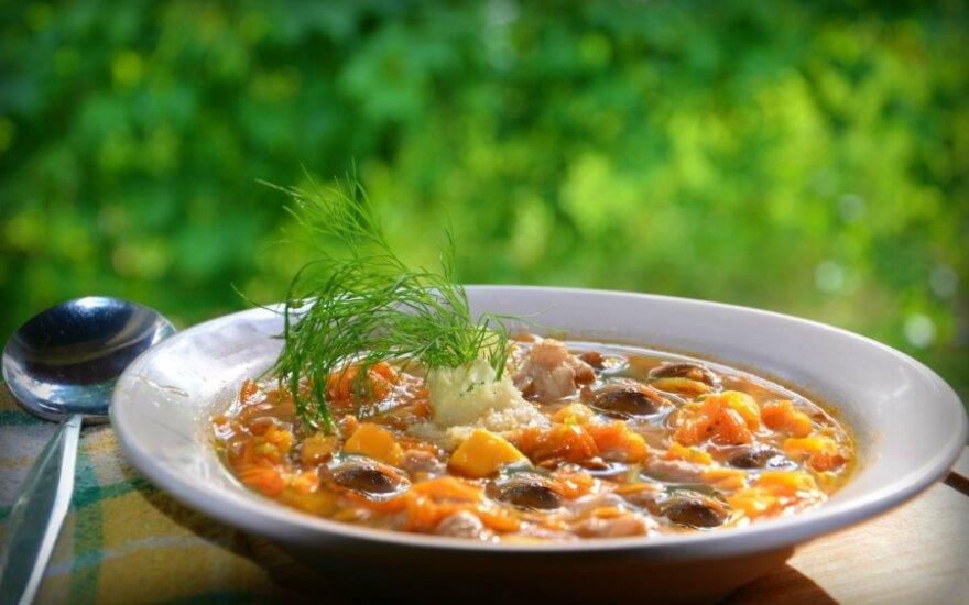 Česnakinė batatų sriuba su jautiena ir grybais