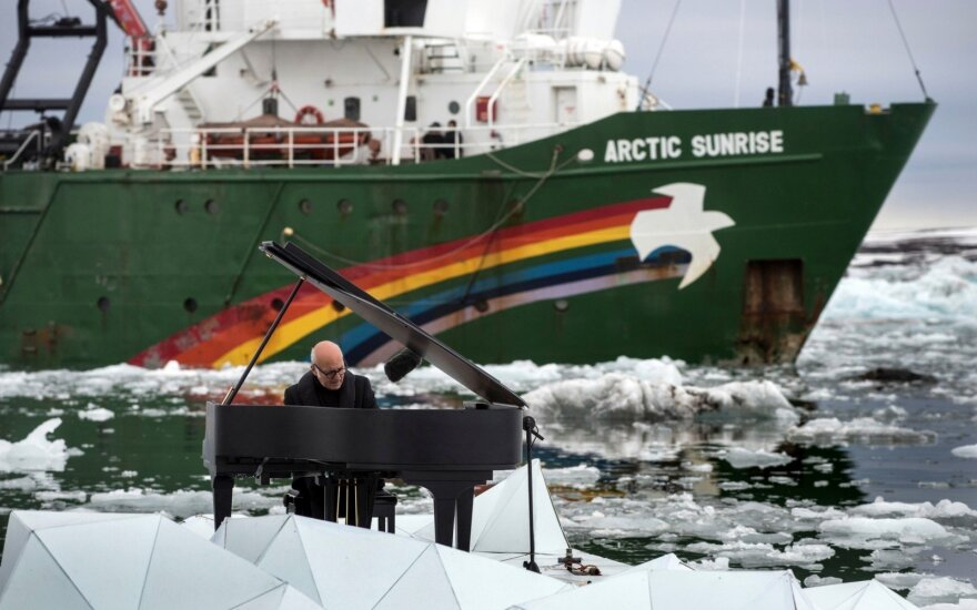 """Rusija sumokės 2,7 mln. eurų aplinkosaugos organizacijai """"Greenpeace"""" už konfiskuotą laivą"""