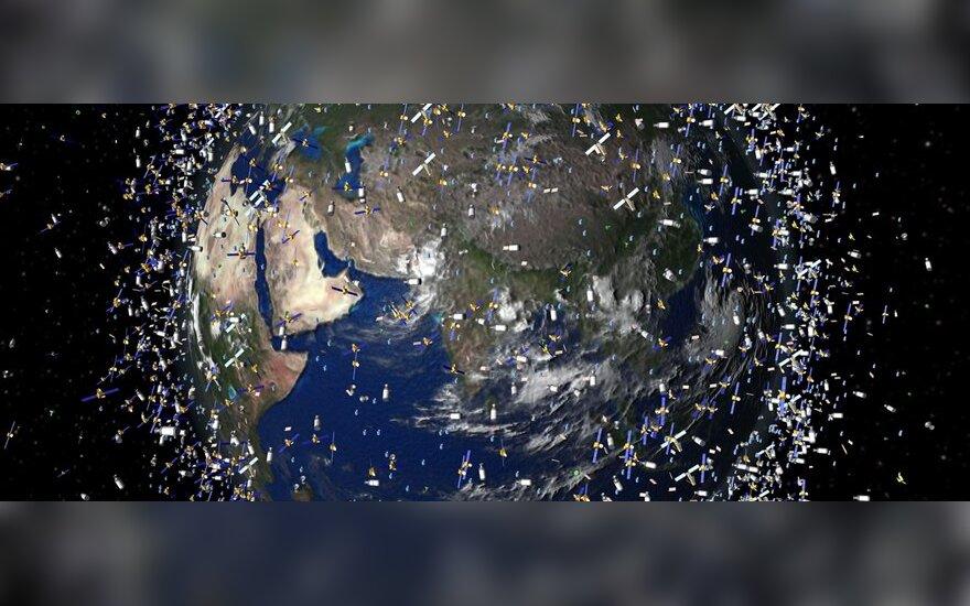 Žmogus šiukšlina ne tik savo kieme: kosmoso šiukšlės jau kelia rimtą grėsmę