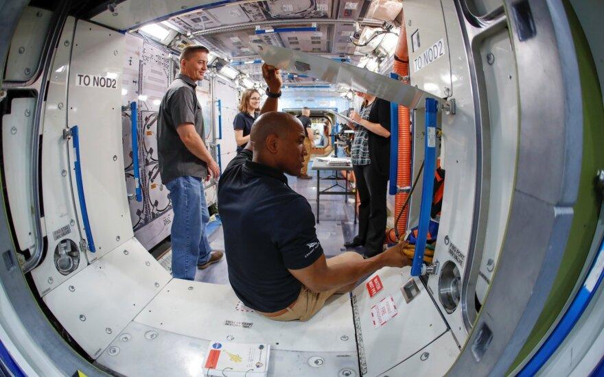 Astronautai treniruojasi skrydžiui į TKS