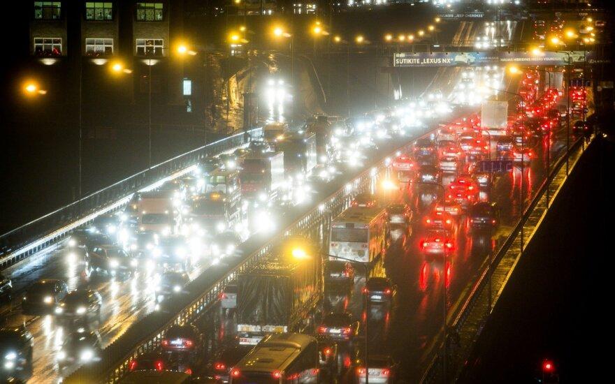 Du eismo įvykiai paralyžiavo eismą Vilniuje