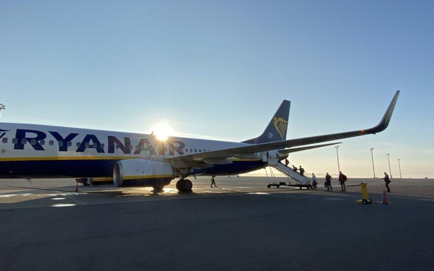 Didžiausią apyvartos mažėjimą trečią ketvirtį patyrė oro transporto įmonės bei kelionių agentūros