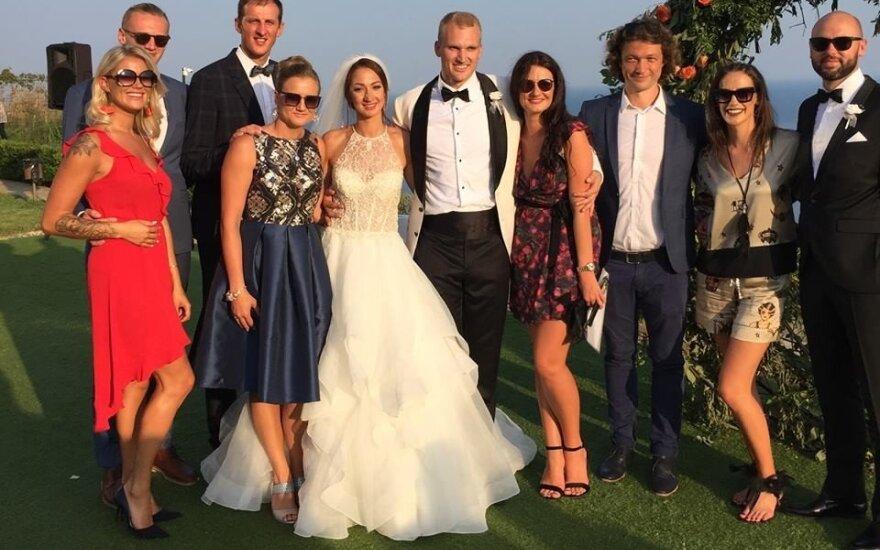 Mindaugas Sadauskas ir Nina Rangelova su vestuvių svečiais
