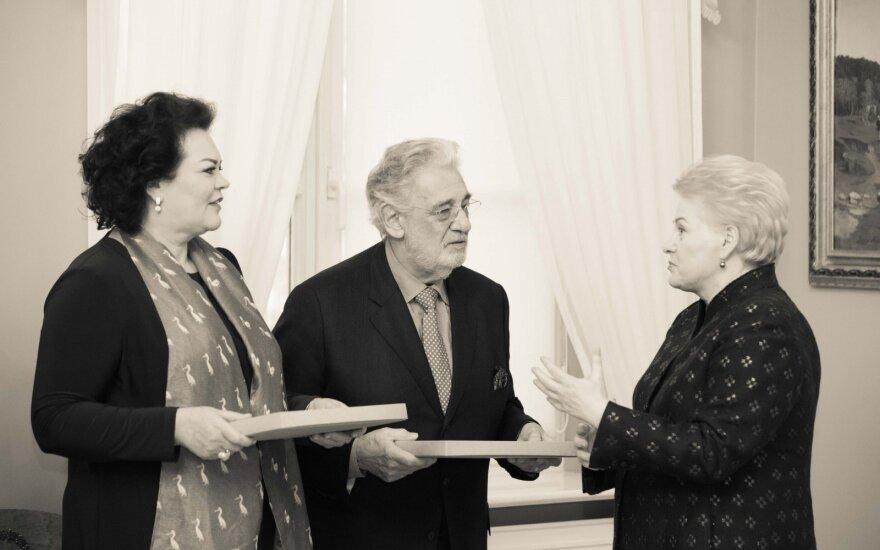 Placido Domingo Lietuvos Prezidentė įteikė Trispalvę