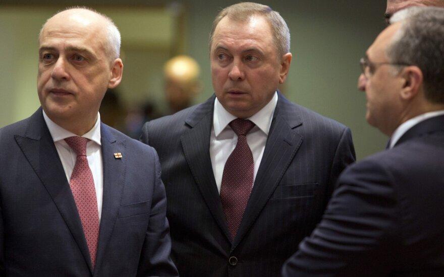 Vladimiras Makėjus (centre)