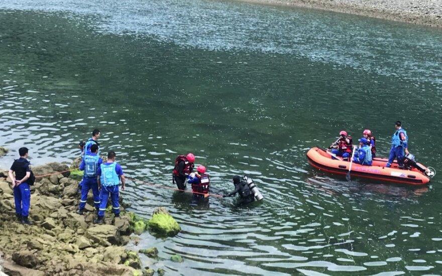 Kinijos pietvakariuose apvirtus valčiai nuskendo 10 žmonių, dar 8 ieškoma