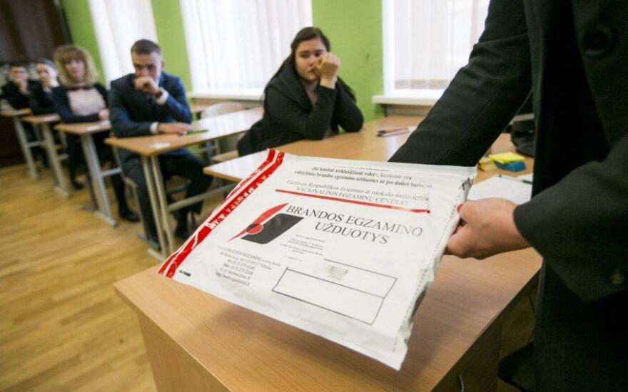 Kodėl jaunuoliai kasmet vis prasčiau laiko lietuvių kalbos egzaminą?