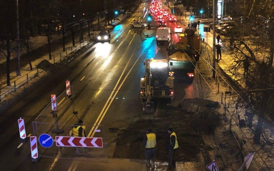 Po vandentiekio avarijos Vilniuje pagaliau gera žinia vairuotojams