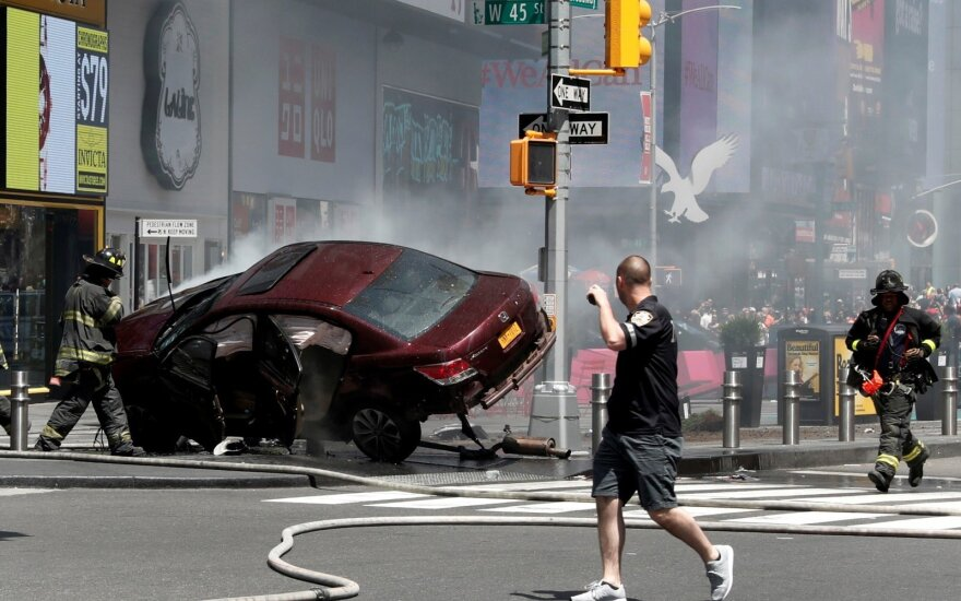 Niujorke į žmonių minią įsirėžęs vairuotojas teigia girdėjęs balsus