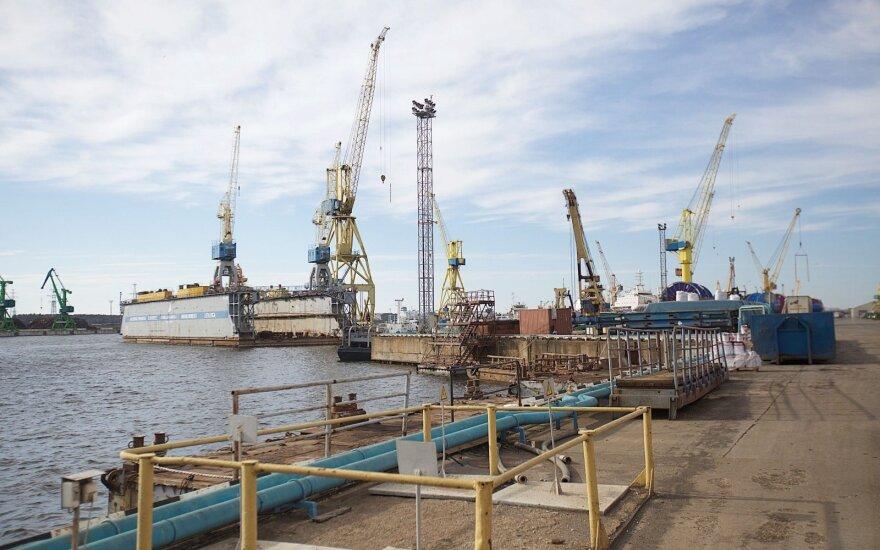 Tragedija laivų gamykloje: lūžo krano kabina, žuvo du žmonės