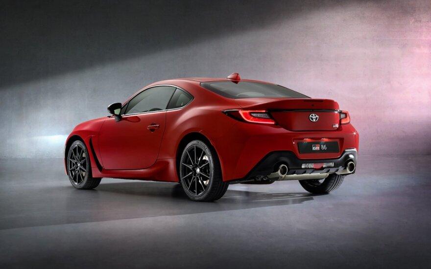 """""""Toyota"""" pristatė naują sportinį automobilį – GR 86 kupė"""