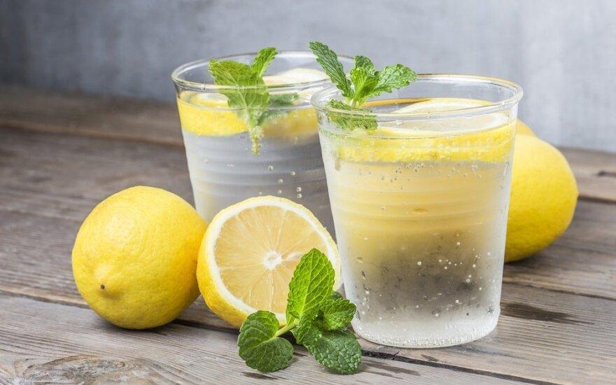 Ką gali stiklinė vandens su citrina: padėkos visas organizmas