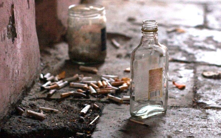 Alkoholio sukeltos mirtys rodo ryškėjančią tendenciją: gydytojas tam mato tik vieną paaiškinimą