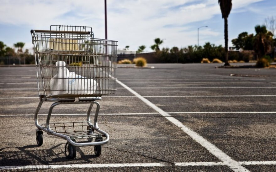 Prekybos centro darbuotoja: atsibodo klausytis apie vargšes kasininkes